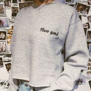 Brandy Melville Cropped New York Grey Sweater